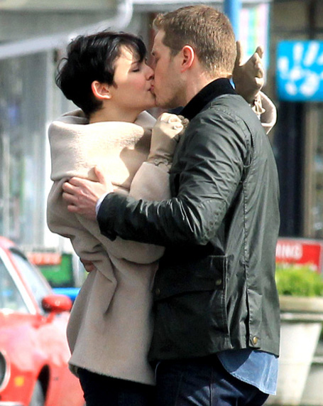 Ginnifer Goodwin - Joshua Dallas - Kissing